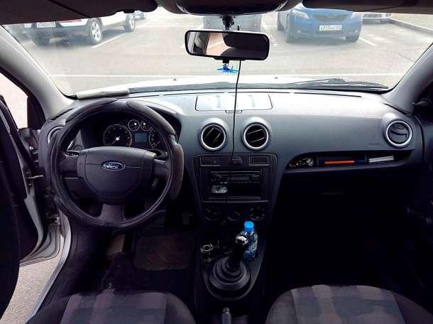 Ford Fusion, 2006 гв в отличном состоянии + новая шипованная резина, фотография 3