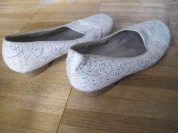 Для девочки. Туфли для танцев спорта и не только в бежевых тонах с красивой однотонной вышивкой. Длина по стельке внутри, фотография 3
