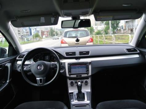 Volkswagen Passat 1.8 AT (152 л.с.) 2012, фотография 3