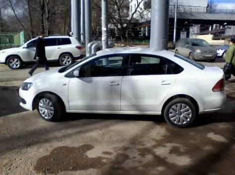 Продам Volkswagen Polo Sedan белый 2011г.в отличном состоянии, фотография 1