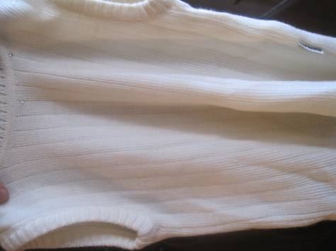 Трикотаж. Жилетка без рукавов. Цвет слоновая кость - почти белый. Высота сверху вниз 47 см. Ширина 32 см. Возле горла не, фотография 5