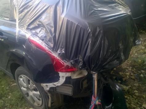 Форд фокус хэтчбэк черный, 2012 год. Битый., фотография 1