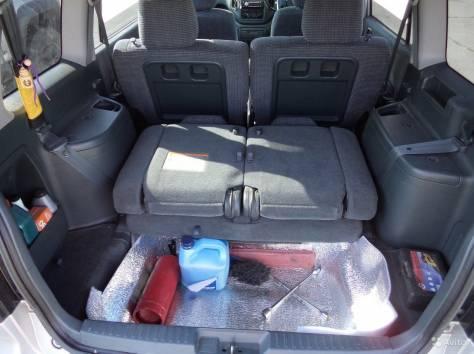 Продам прекрасный автомобиль для семейного отдыха. Салон 7-ми местный, очень просторный.Между передними сидениями ровный, фотография 2