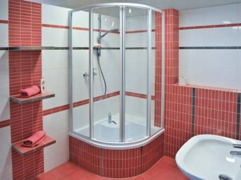 Душевая кабина и ванна в ванной комнате дизайн