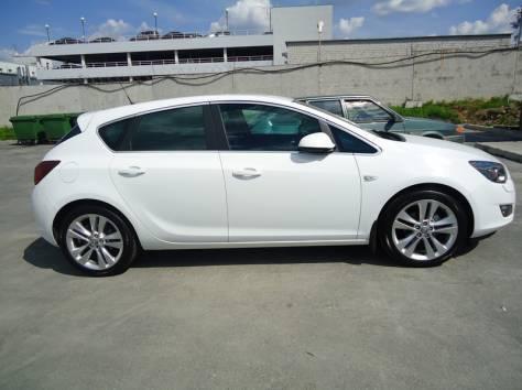Продаётся автомобиль Opel Astra J 2011 год, фотография 1