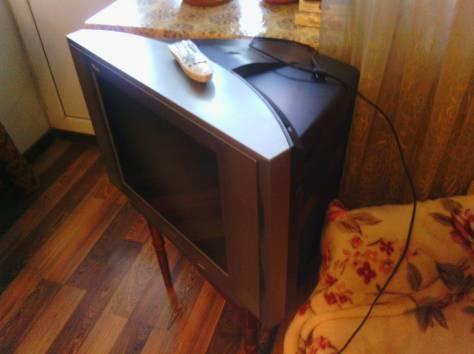 небольшой телевизор с плоским экраном, фотография 1