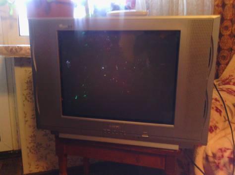 небольшой телевизор с плоским экраном, фотография 2