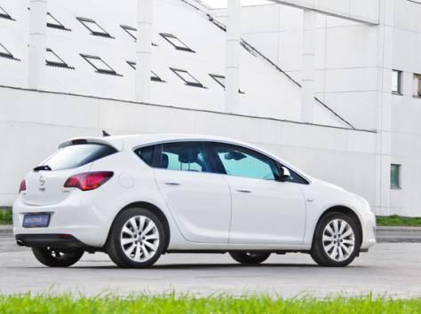 Opel Astra J, фотография 1