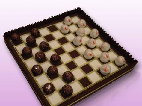 Шахматы из конфет своими руками фото