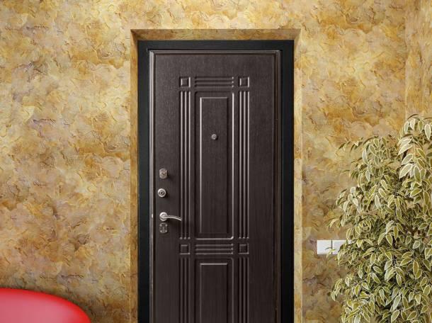 железная дверь перед лифтом