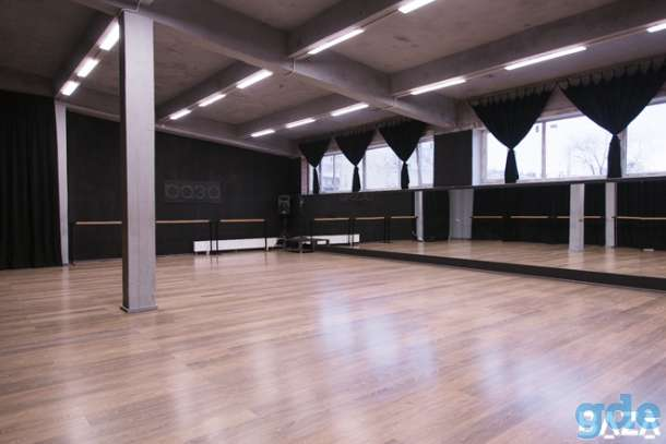 Подвесные потолки из гипсокартона фото для зала полукустарник