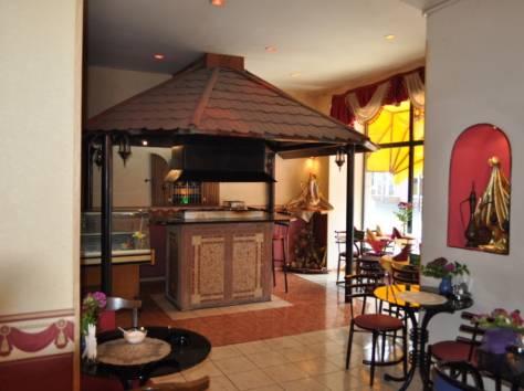 Действующее кафе в центре Ялты, фотография 6