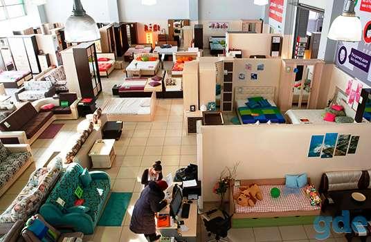 Крупный мебельный салон, фотография 1