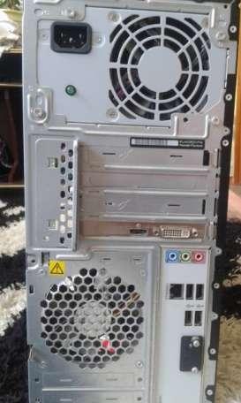 Системный блок и большой монитор, фотография 2