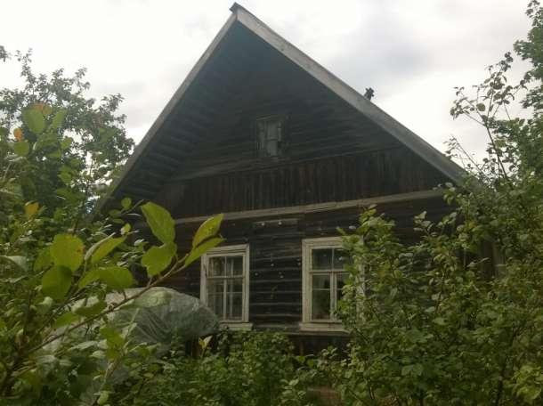 Добротный крепкий дом в селе рядом с озером и церковью, фотография 1