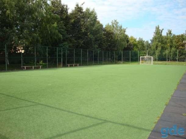 футбольное мини поле c искусственным покрытием, фотография 1