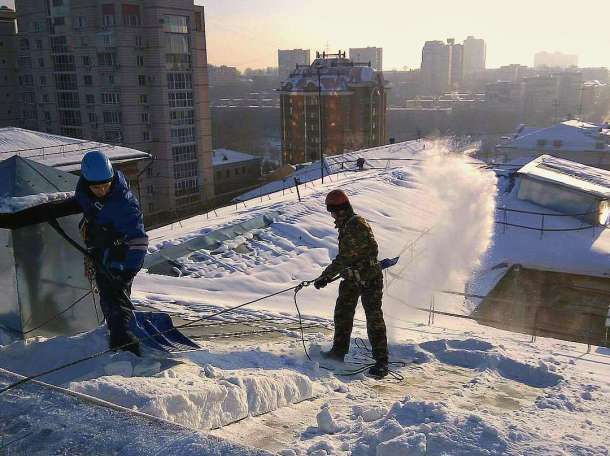 Чистка снега с крыш, фотография 3