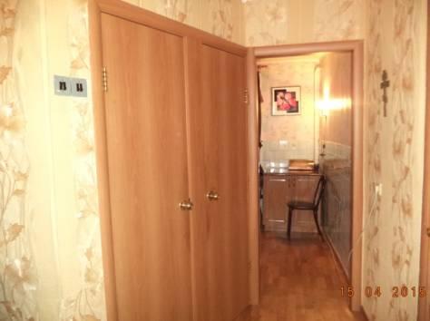 Продам 4х к. квартиру в 5 доме 4 этаж в отличном состоянии, балкон, центр. Рядом с домом д.сад, школа, торг возможен, фотография 3