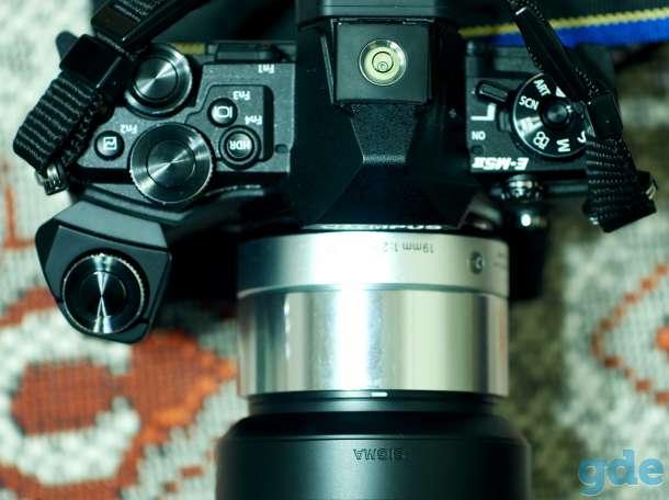 Фотокамера Олимпус OM-D EM5MARK2+СИГМА19мм2.8+батарейный блок, фотография 2