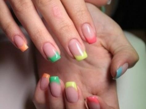 Френч цветной на гелевых ногтях