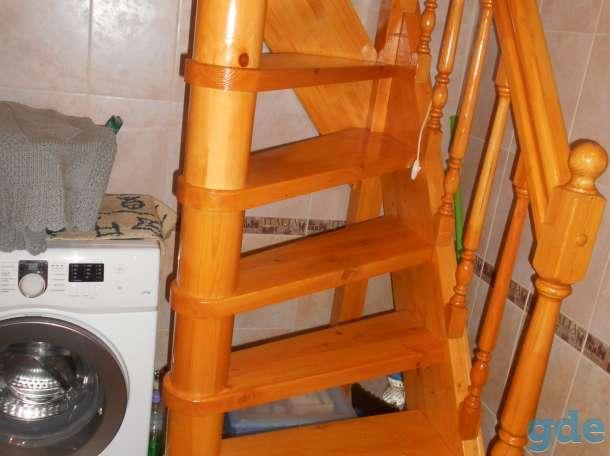 Деревянная лестница на второй этаж, фотография 1