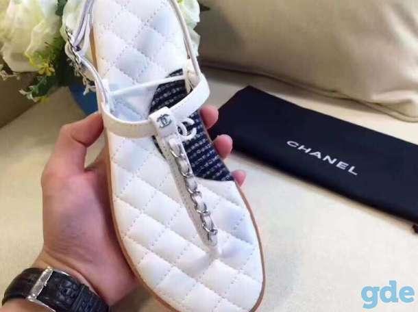 купить сланцы Chanel с цепочкой в modnitca   Босоножки в Москве ... c36f4e2b499