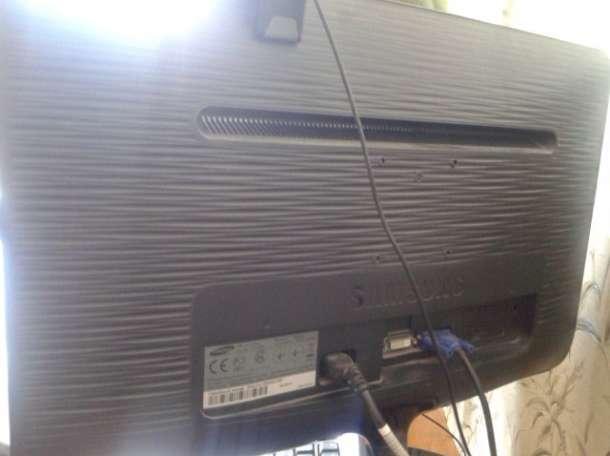 Системный блок и большой монитор, фотография 6
