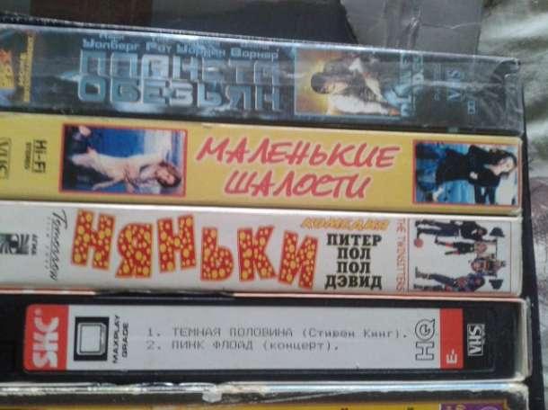 35  кассет VHS с  записями, фотография 1