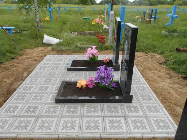 Укладка тротуарной плитки на кладбище, фотография 2