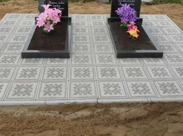 Укладка тротуарной плитки на кладбище, фотография 1