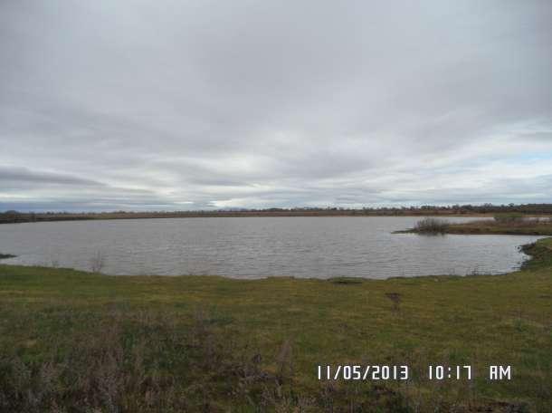 земельный участок с озером, фотография 1