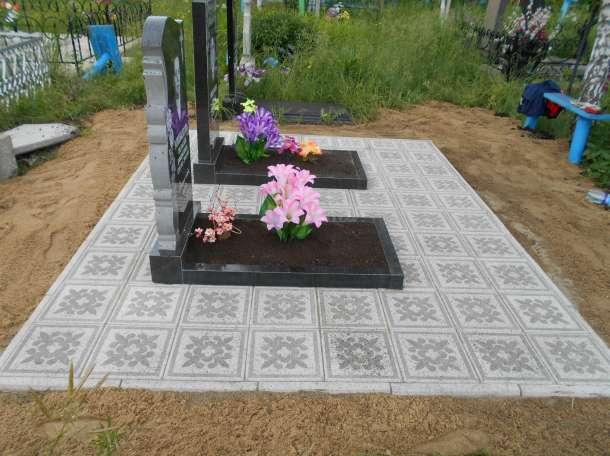 Укладка тротуарной плитки на кладбище, фотография 4